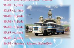 Historický autobus nabízí možnost svezení o slavnostech